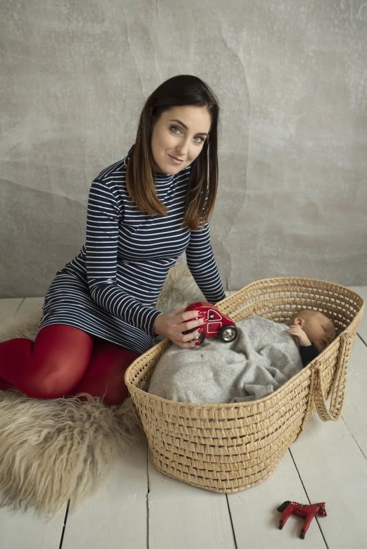 Prúžkované šaty na dojčenie so stojačikom