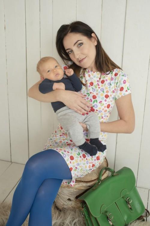 Kvietkované šaty na dojčenie